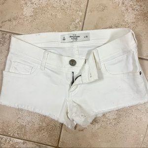 Low rise Abercrombie white short shorts